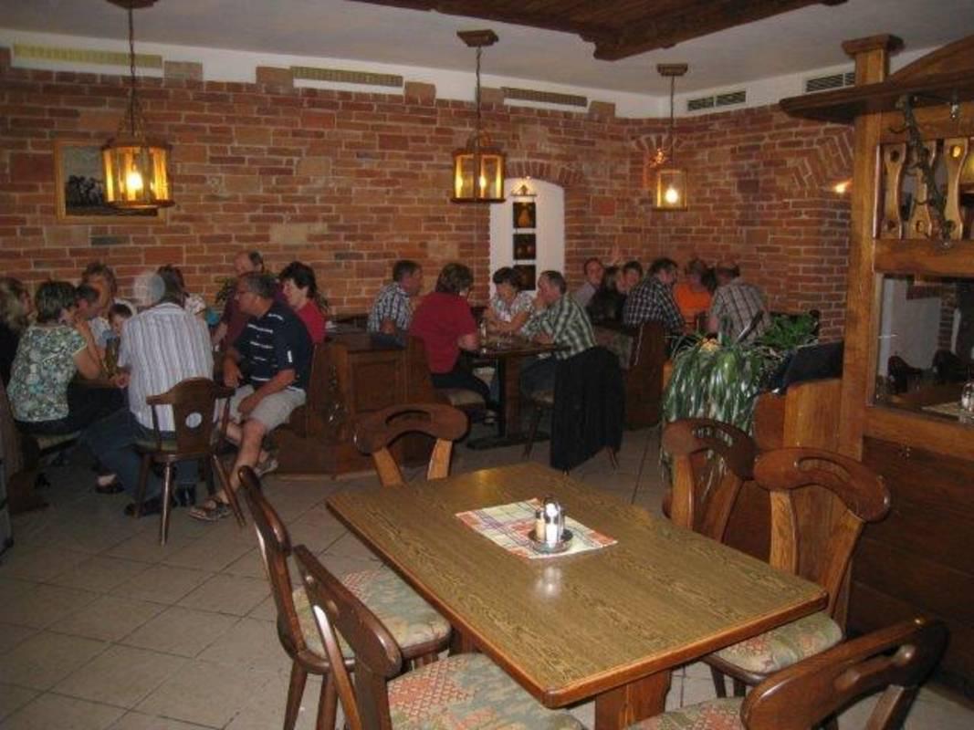 Hat im Fasching, vor dem Palmsonntag, im Juni und ab 2. November geöffnet