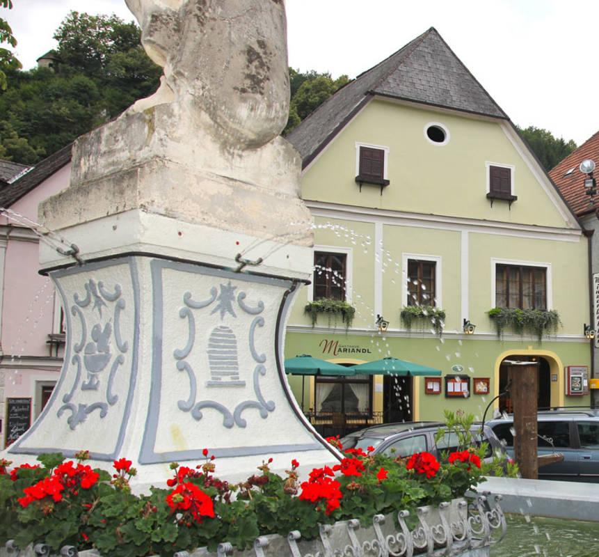 Zentrale Lage am Spitzer Kirchenplatz