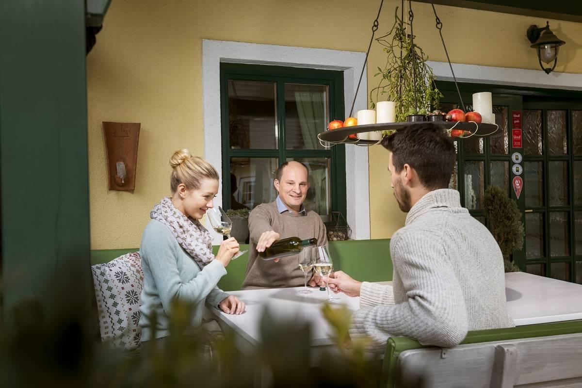 Weinverkostung im Weingut und Gästezimmer Edelmann, Göttlesbrunn