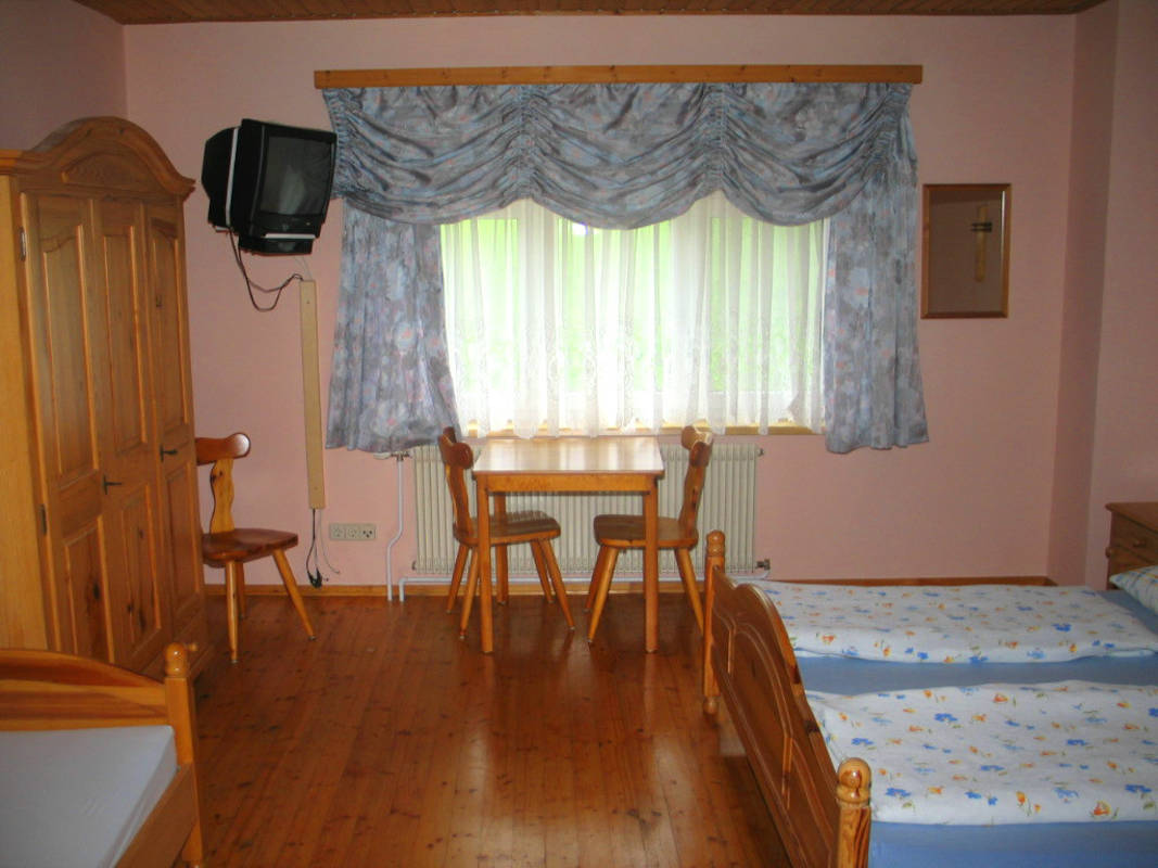 Zimmer mit übwegroße Doppelbetten