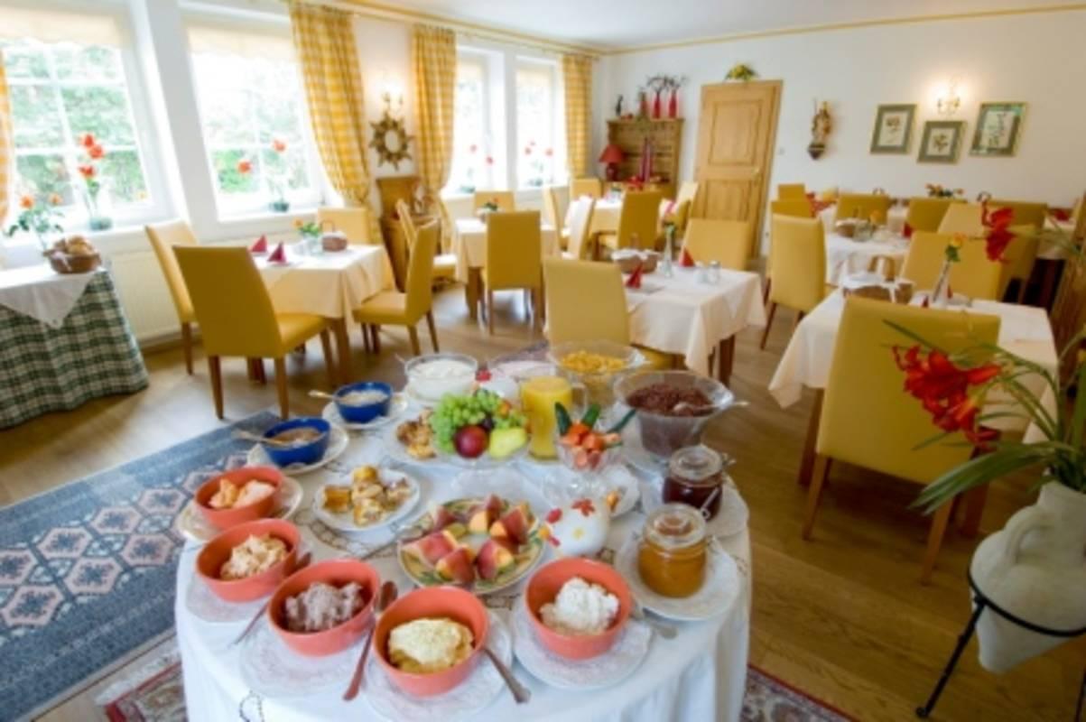 Frühstücksraum - hier erwartet Sie jeden Morgen ein köstliches Genießerfrühstück mit Wachauer Spezialitäten. Breakfast Room