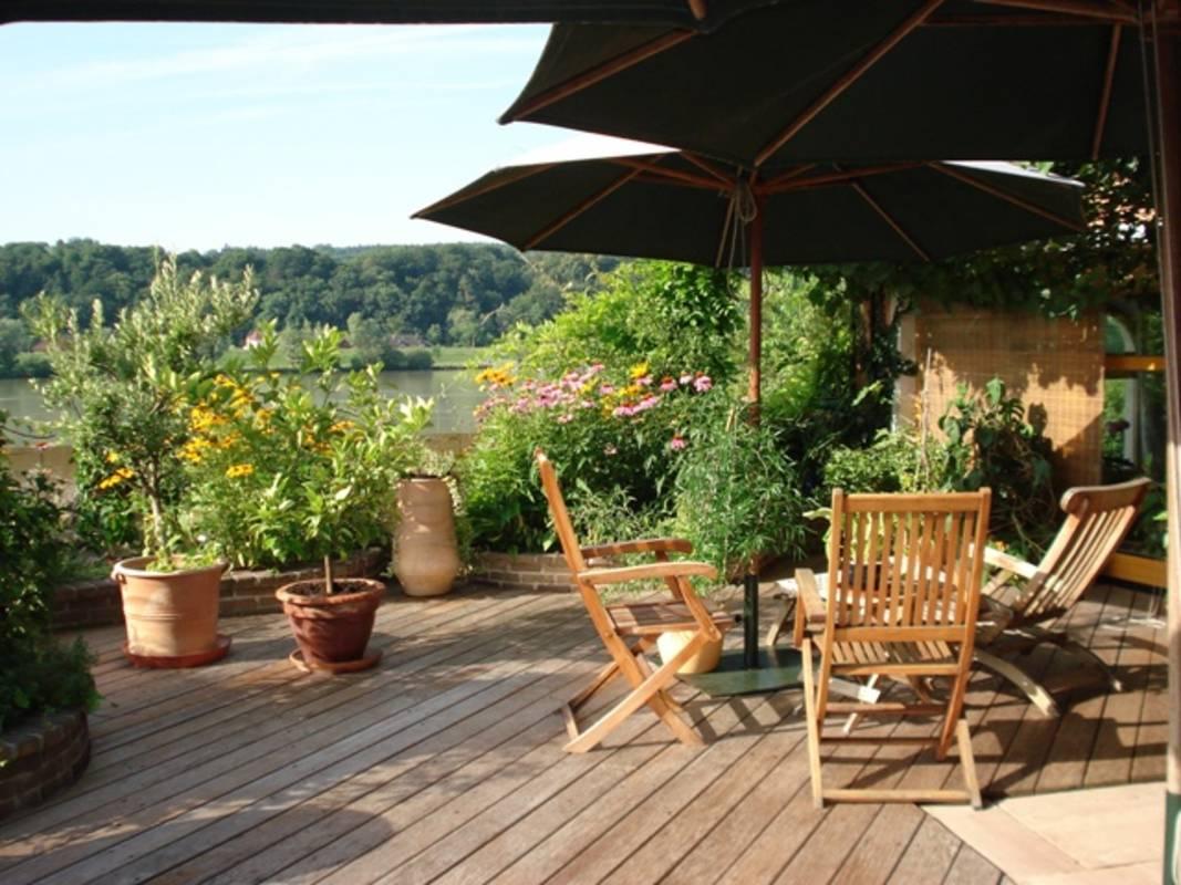 Gartenterrasse mit Aussicht