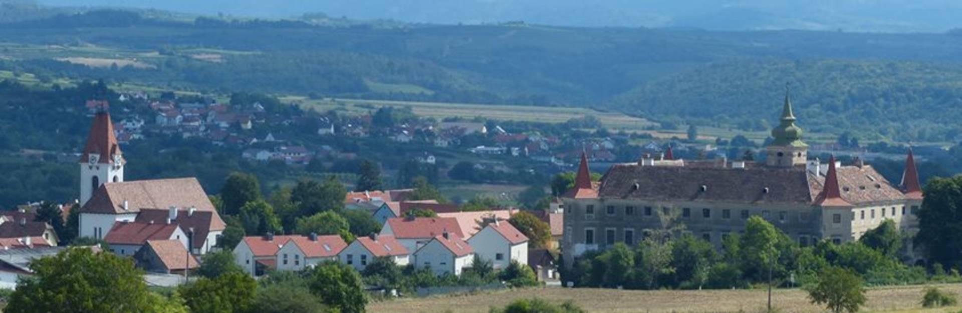links: Fatima Wallfahrtskirche; rechts: Schloss Droß