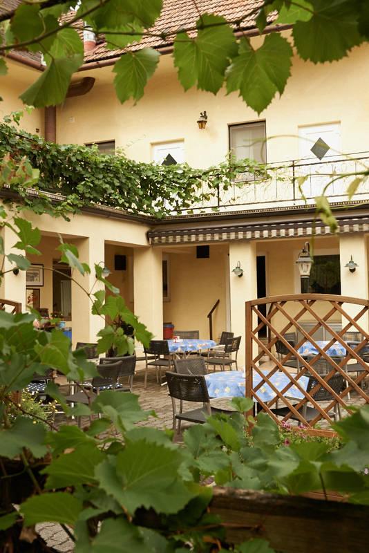 Gastgarten im Gasthof zum weissen Rössel