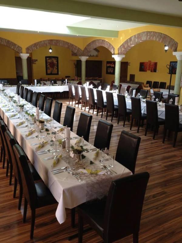 Dorfschenke-Oberzögersdorf, Hochzeitstafel
