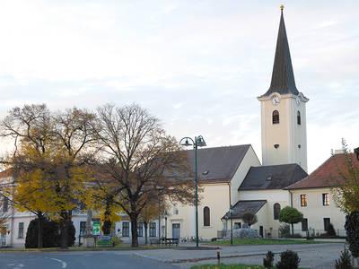 Blick auf die Kirche in Absdorf