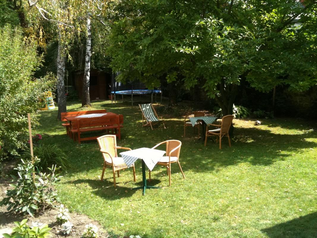 Genießen Sie Ihr Frühstück am Morgen oder einfach entspannen im Garten.