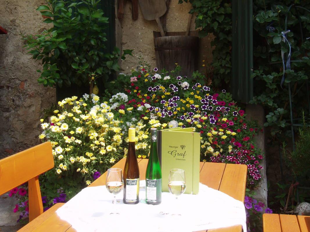 Gedeckter Tisch im Gastgarten