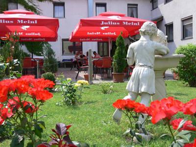 Gasthof Stöckl Gartenansicht