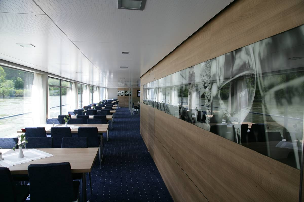 Stilvoll und transparent lassen die Salons des Schiffes die Wachau erleben.