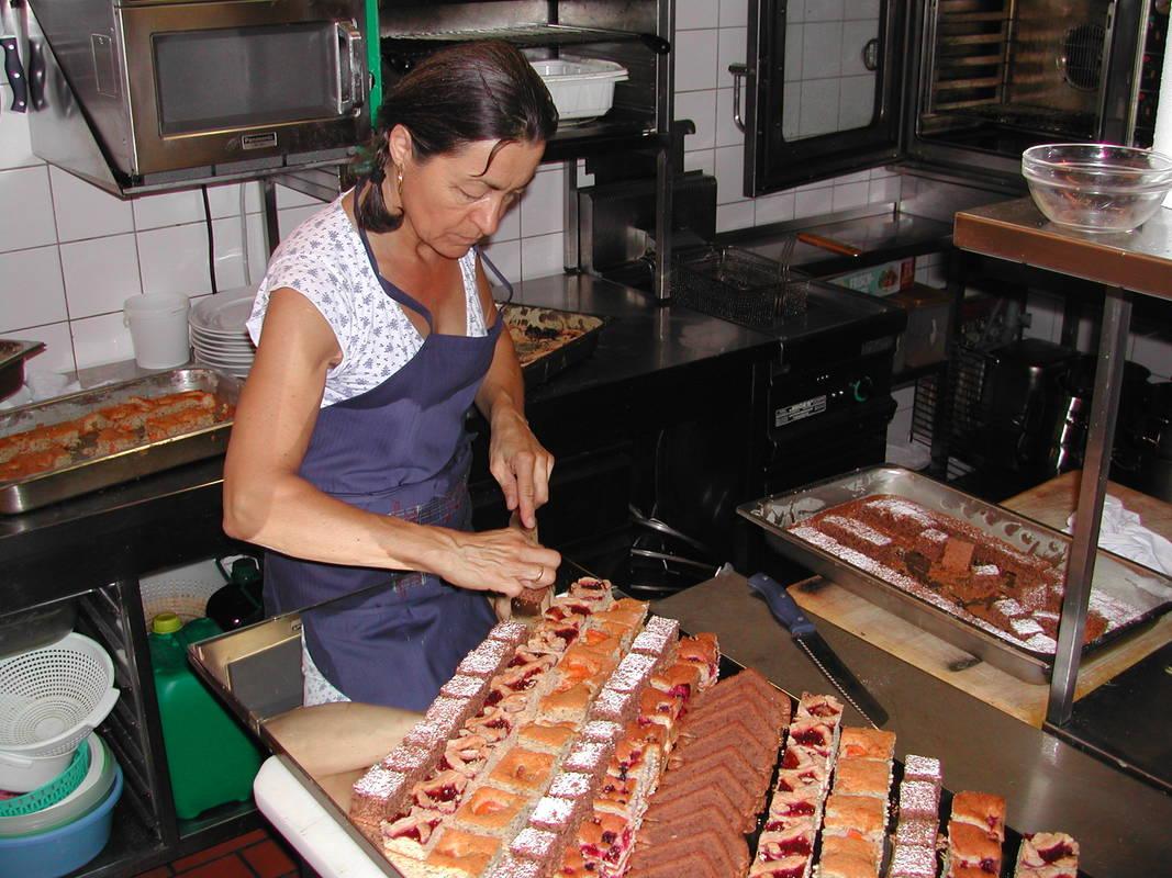 Wirthaus Salzstadl Chefin Frau Werner-Pietsch bei der Arbeit