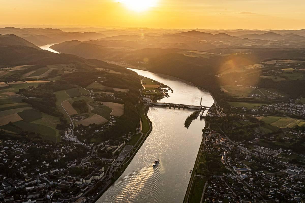 Blick auf das Donaukraftwerk