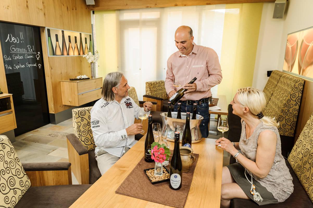 Weinverkostung der hauseigenen Weine