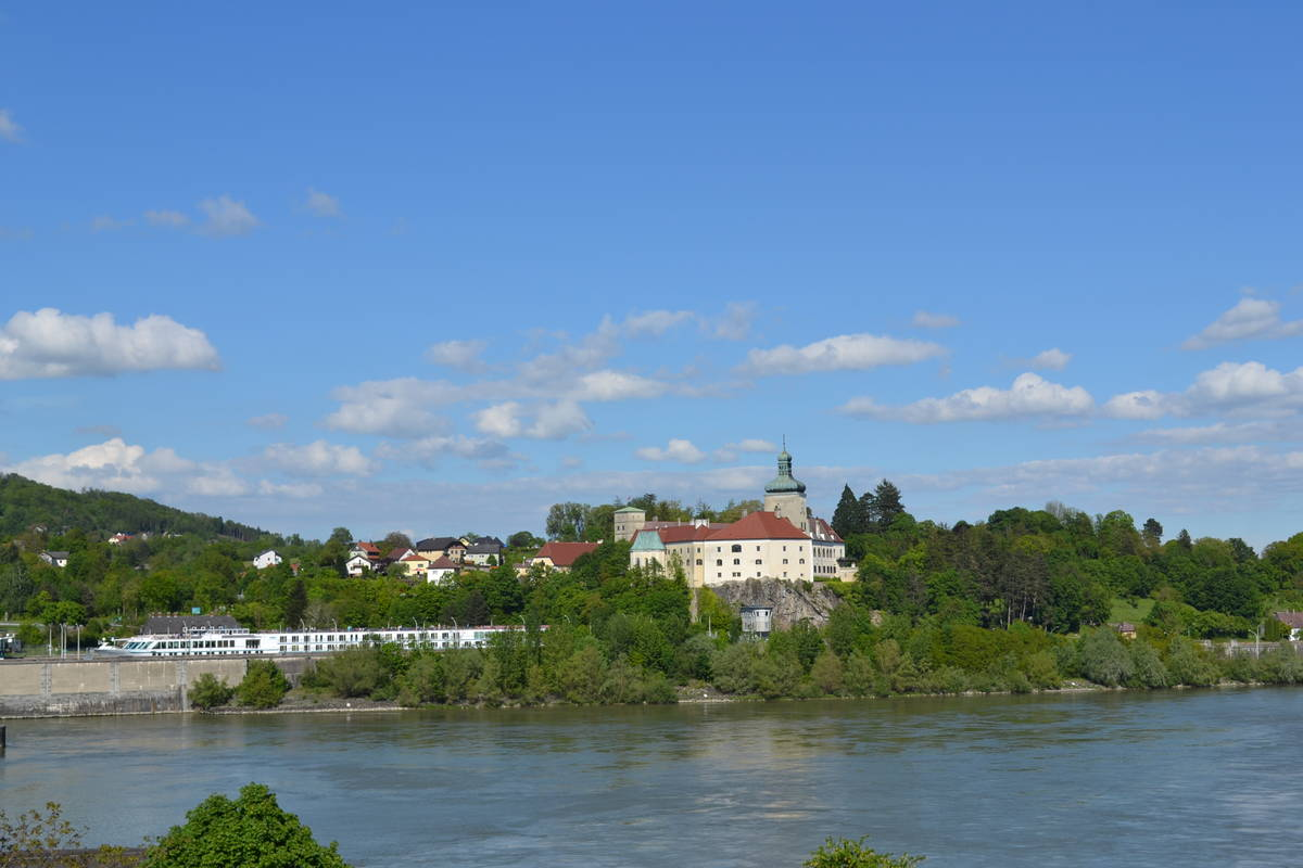 Schloss Persenbeug mit Schleuse