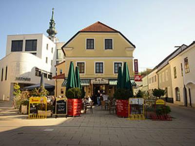 Stadtkaffee mit Schanigarten am Thörringplatz