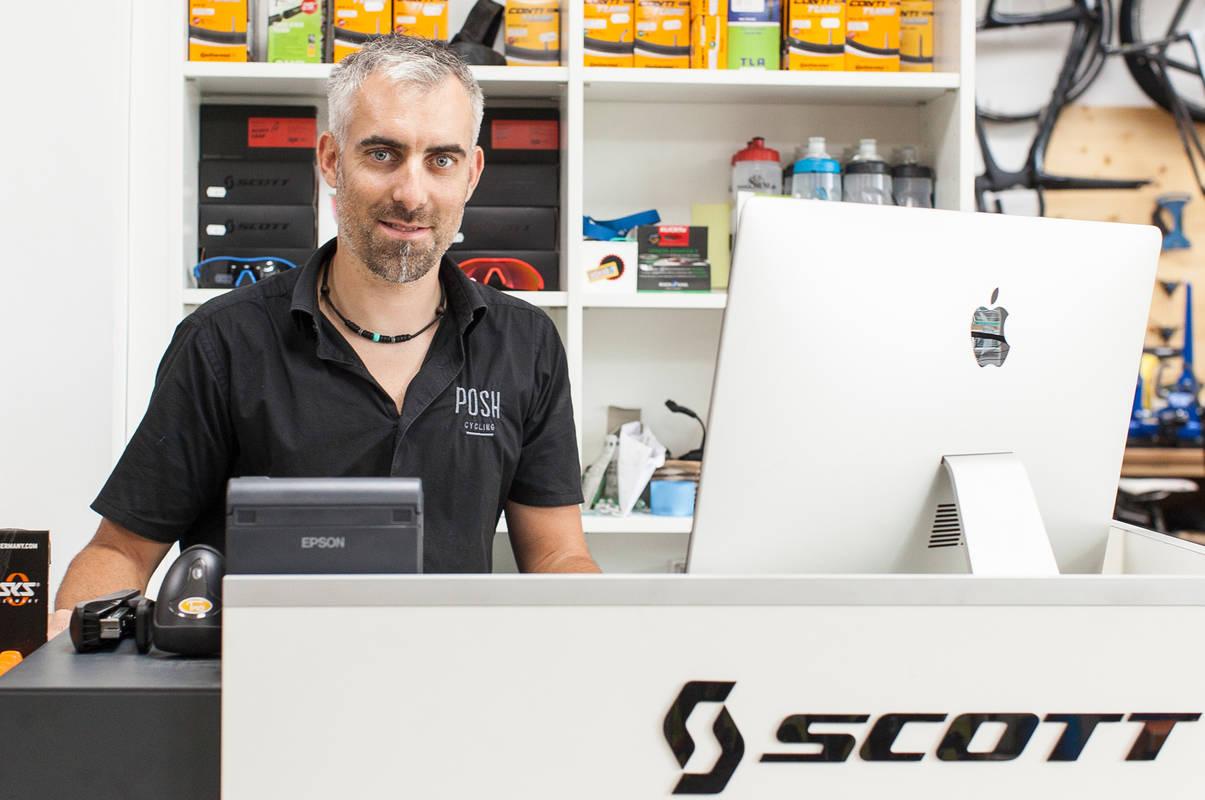 Inhaber Florian Posh im Shop