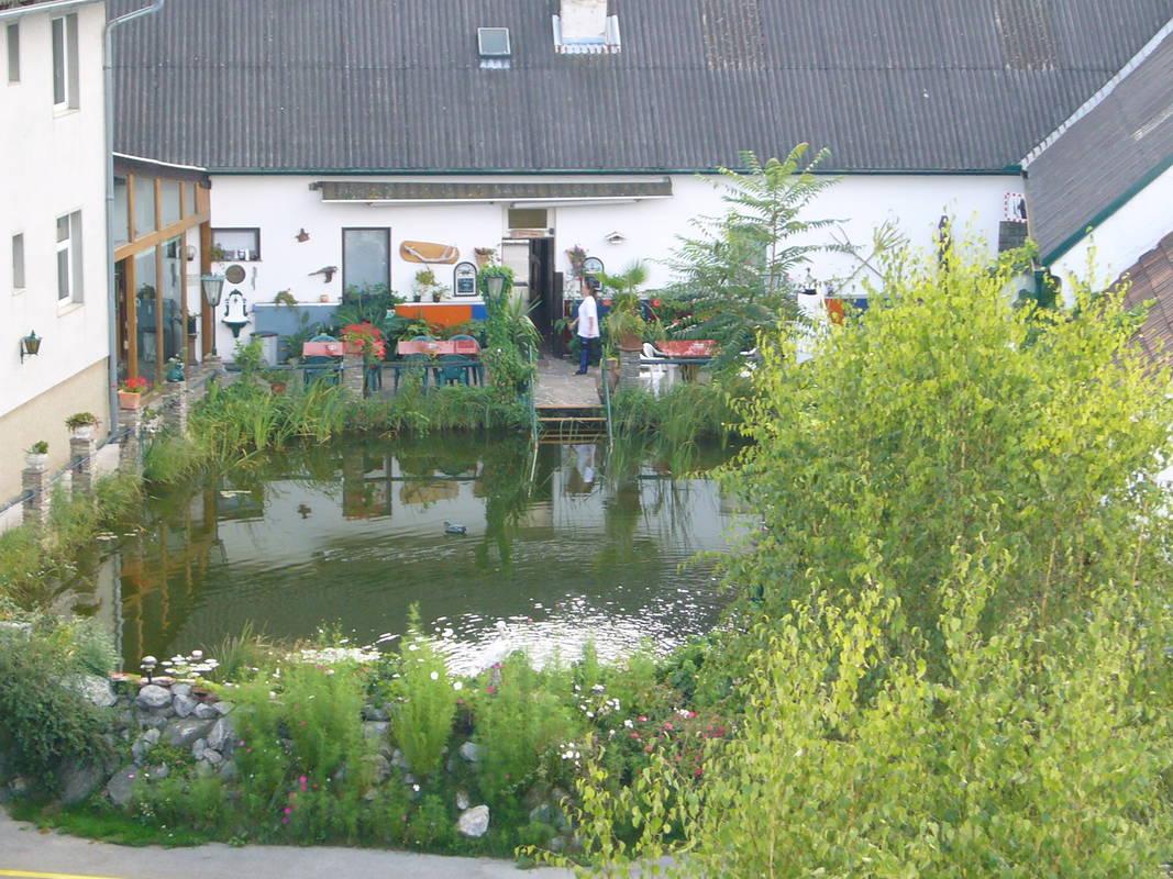 Aussenansicht mit Teich