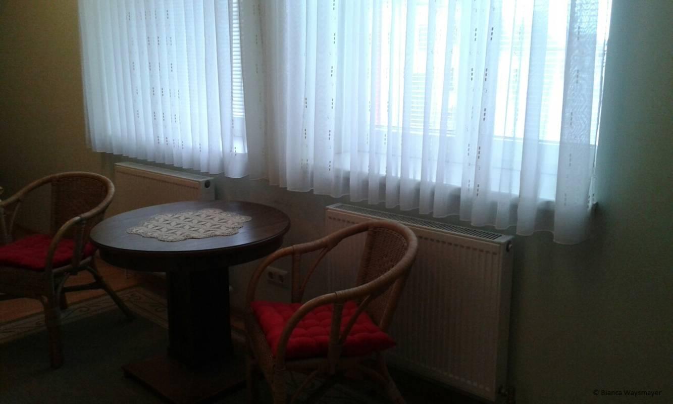 Sitzgelegenheit im Dreibettzimmer, Fam. Waysmayer