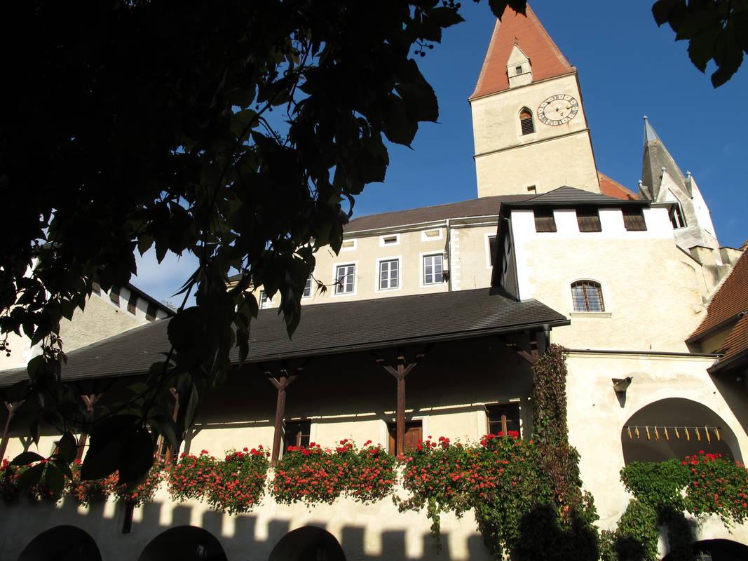 Kirche mit Teisenhoferhof Weißenkirchen