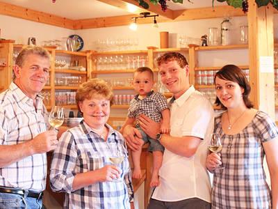 Familie Wallner freut sich auf Ihren Besuch
