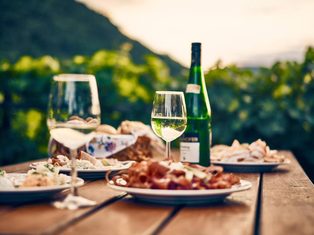 Kulinarik-Heuriger-Gallhofer-Rührsdorf-Wachau-Sommer
