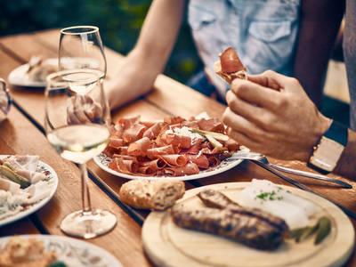 Kulinarischer Genuss beim Heurigen