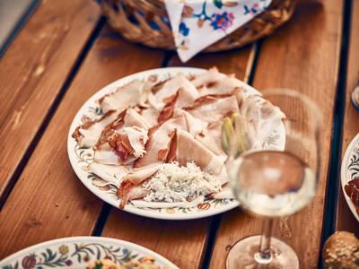 Kulinarische Köstlichkeiten beim Heurigen genießen