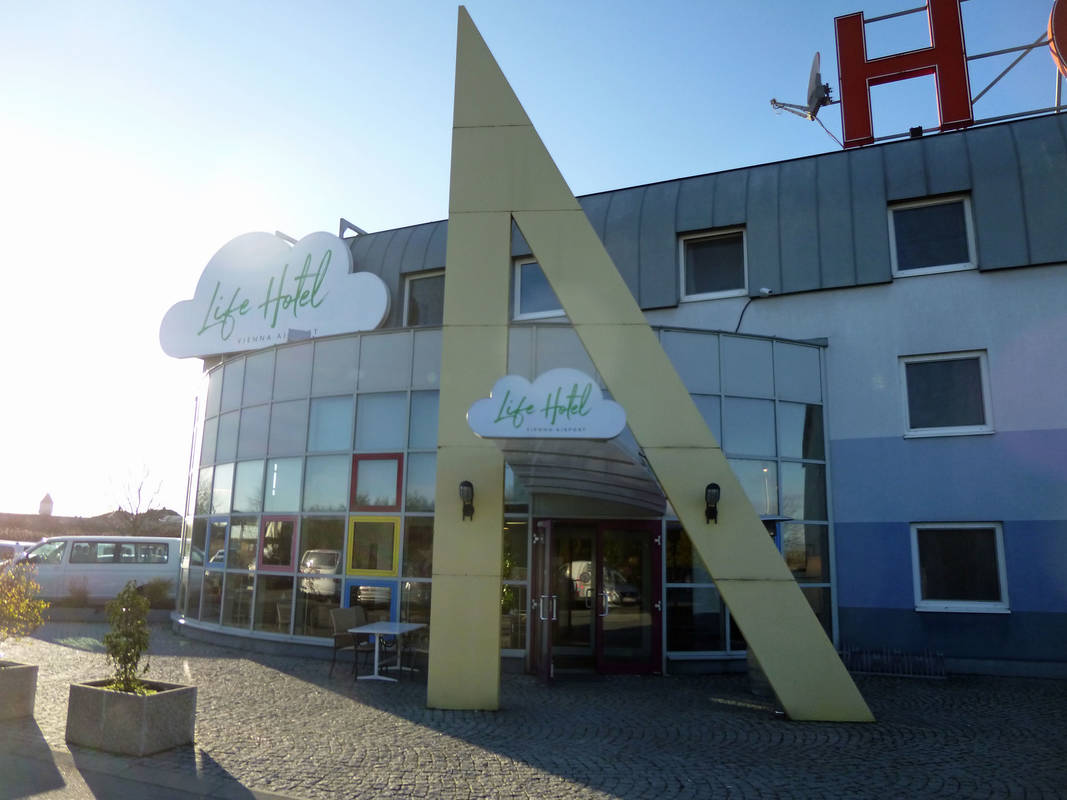 Eingang im Lifehotel Vienna Airport Fischamend