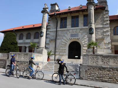 Radfahrer beim Museum Carnuntinum, Bad Deutsch-Altenburg