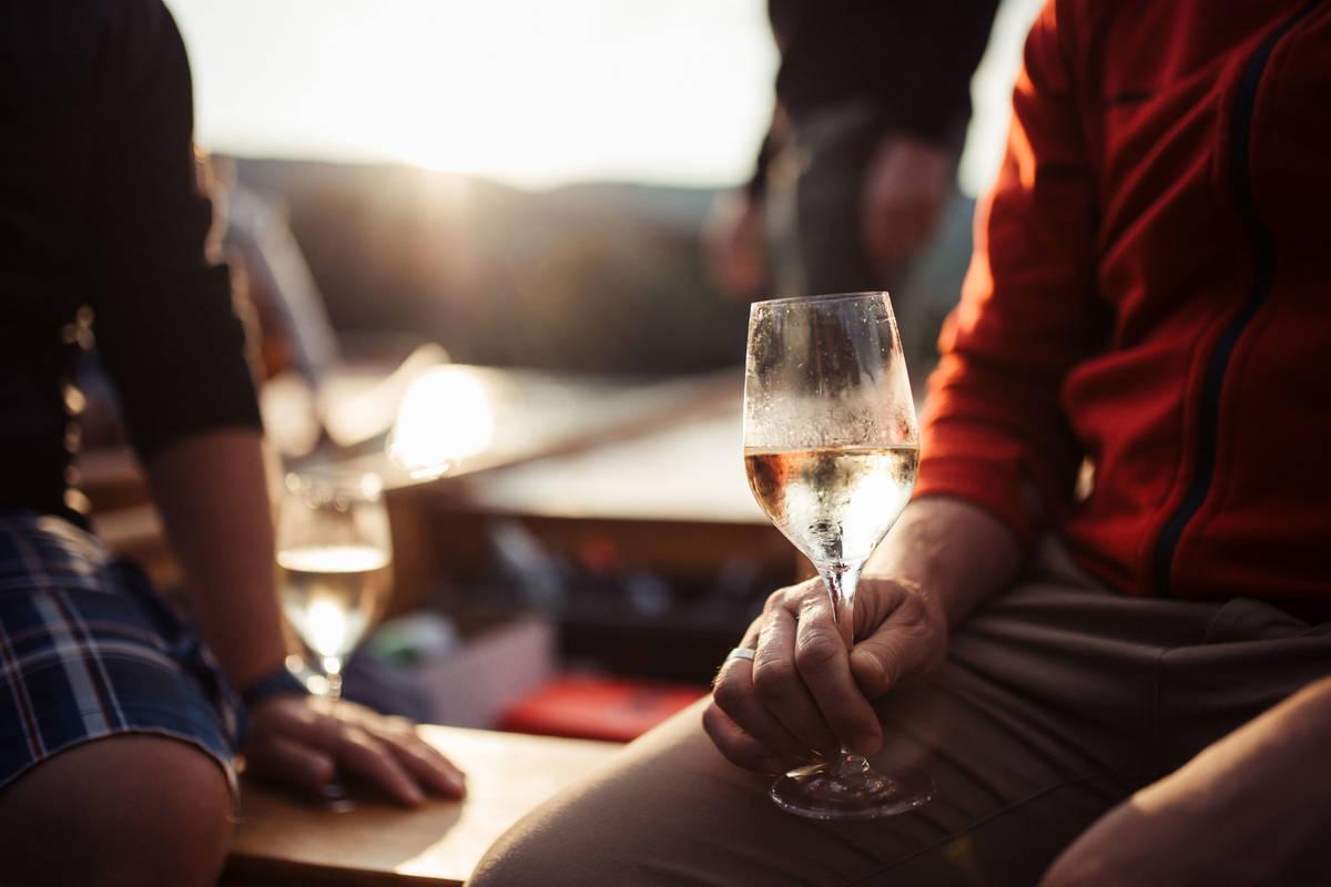 Ahoi Wachau mit Weinglas