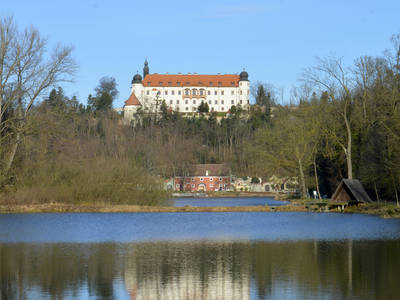 Schloss Sitzenberg mit Schlossteich © Peter Bors