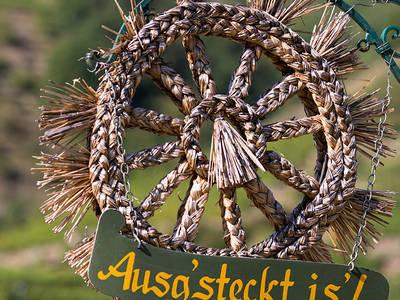 Ausg'steckt is' beim Heurigen in der Wachau