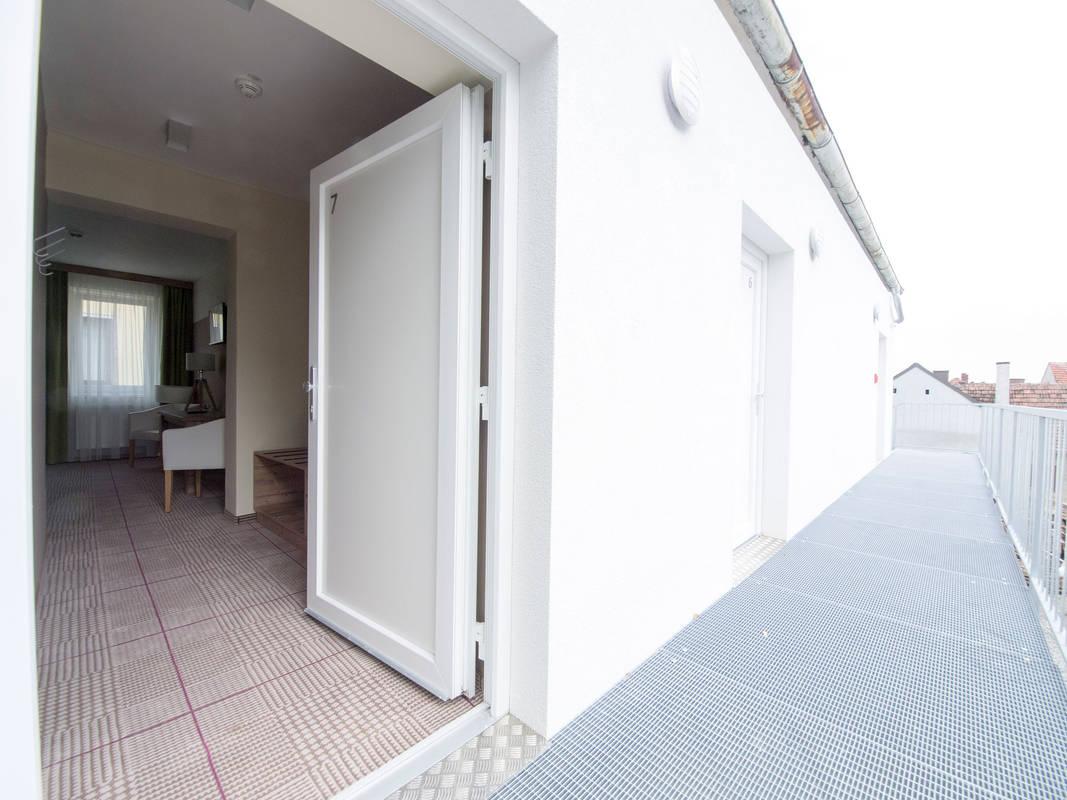 Zugang zum Zimmer außen