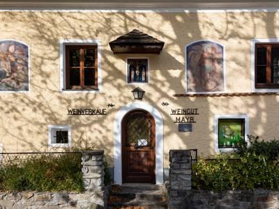 Hausfassade Weingut Mayr