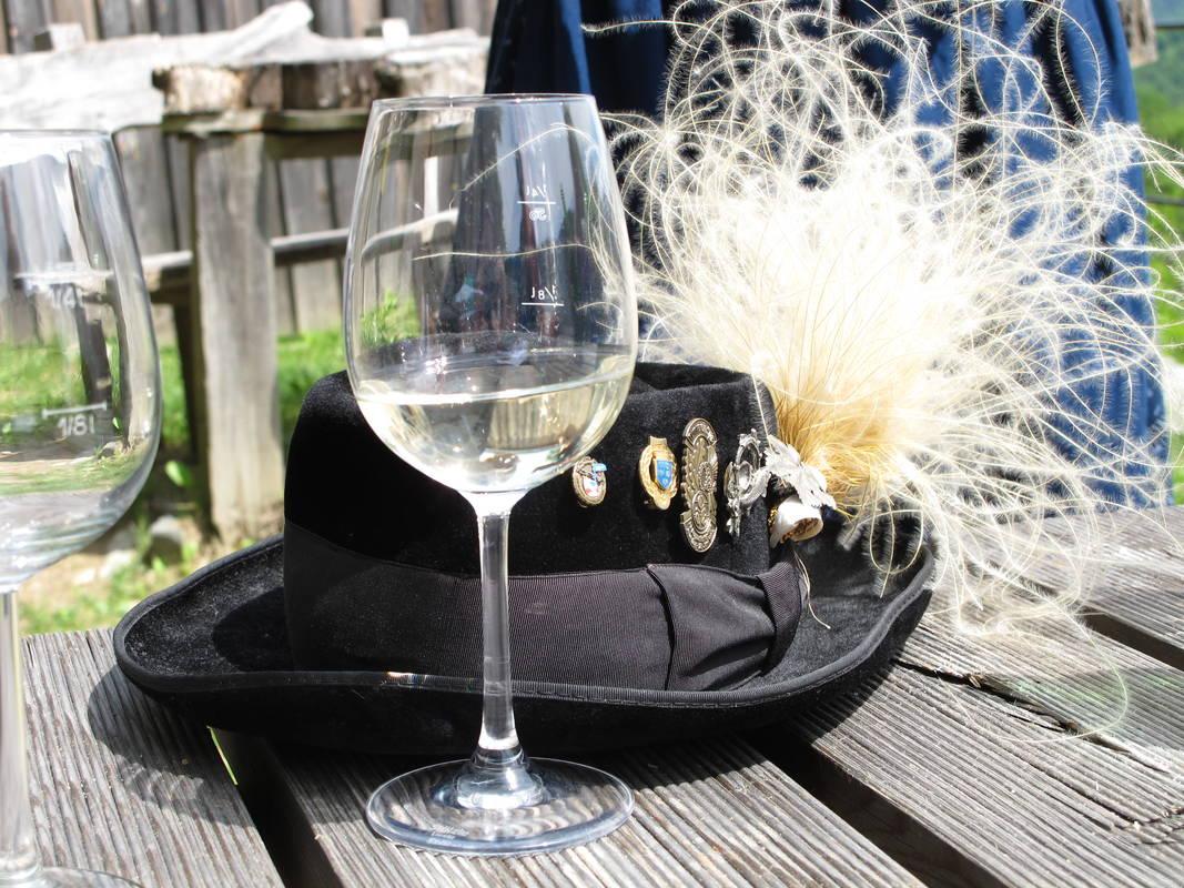 Steinfedergras mit Wein